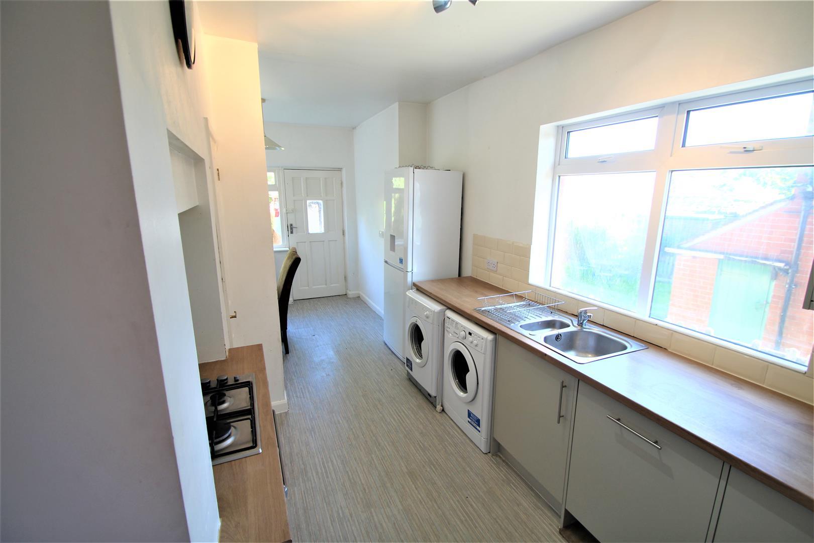 Room 2, St Annes Road, Headingley, Leeds, LS6 3NY